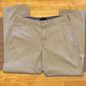 Banana Republic men's Gavin Chino